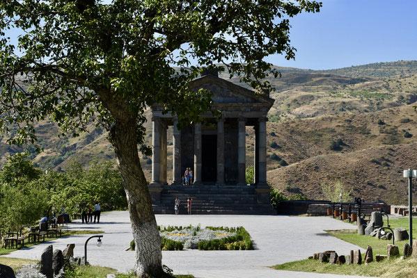 Vooraanzicht op Garni tempel