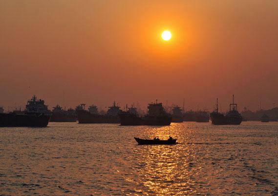 zonsondergang in Sadarghat, Chittagong