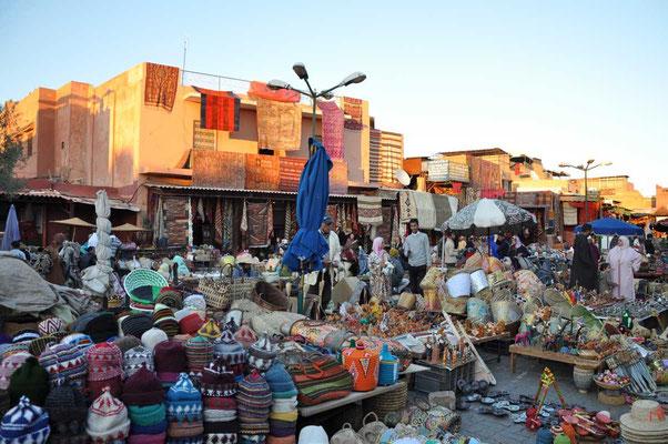 Sfeerbeelden vanop Jemna el Fna en de lokale souk