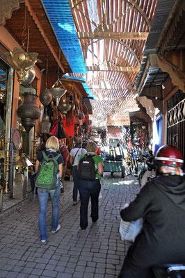 Op wandel in de souk van Marrakech