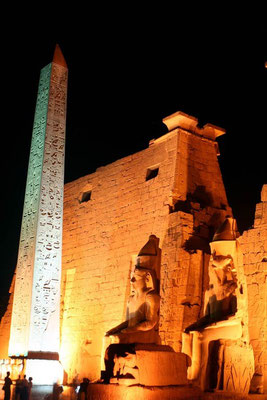 Luxor tempel by night