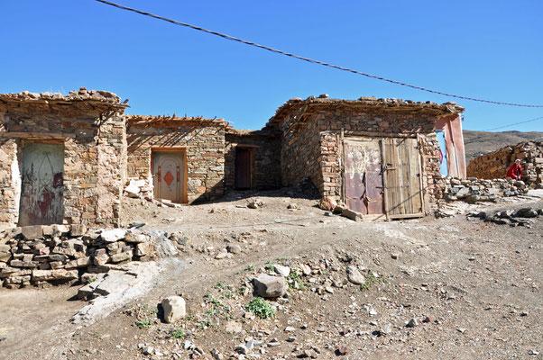 Eenvoudige huisjes in de bergen
