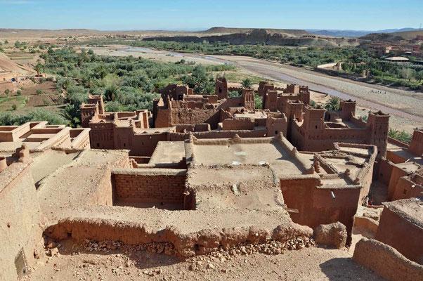 Boveraanzicht op de kasbah (ksar) van Aït ben Haddou