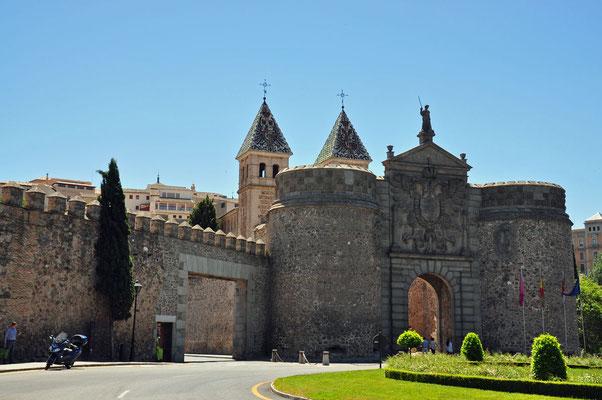 Puerta de Bisagra - de mooiste en grootste toeganspoort