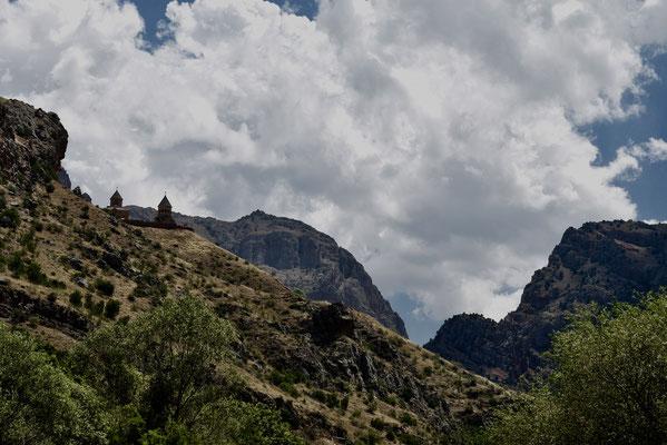 De prachtige vallei van Gnishik waar het klooster van Noarvank ligt hoog in de bergen