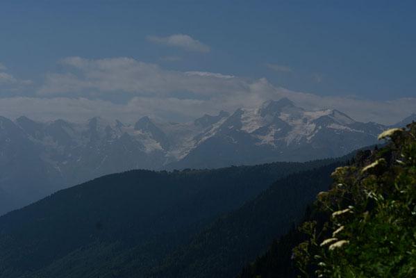 Op de achtergrond de Hoge Caucasus