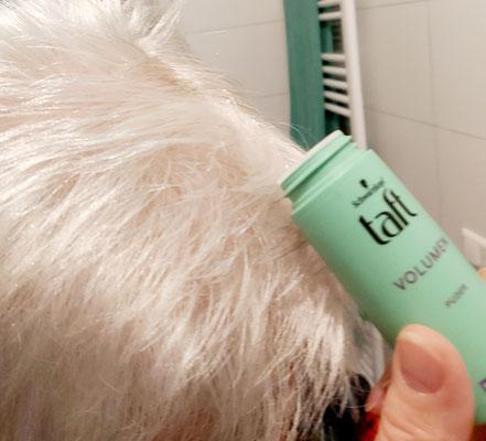 Die Anwendung am Haaransatz