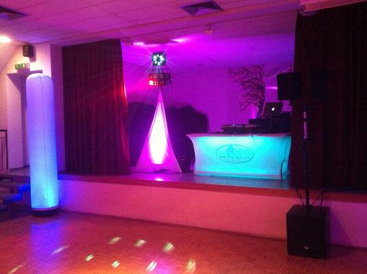 Heiraten im Saal - dank unsere Aircone-Säulen auch optisch ein absoluter Hingucker!
