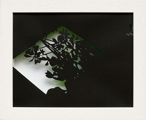 Martina Lückener  Schein I 2014 28,5x34,5cm Papierschnitt und Lack