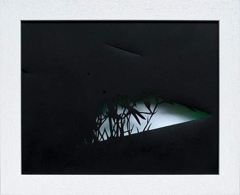 Martina Lückener  Schein II 2014 28,5x34,5cm Papierschnitt und Lack