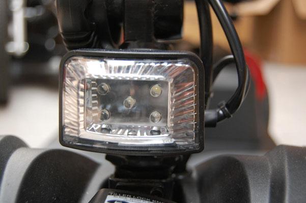 Beleuchtung des Mobilis M43/ M44 Elektromobils für Senioren