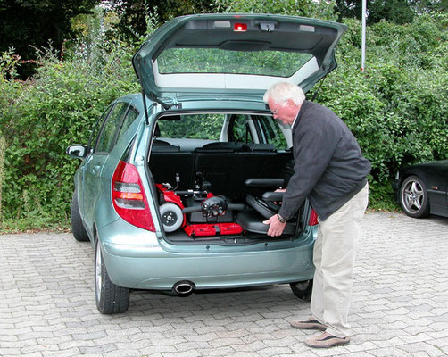 Elektromobil Mobilis M34+ im Auto verstauen