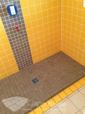Fliesenreparatur im Duschbereich