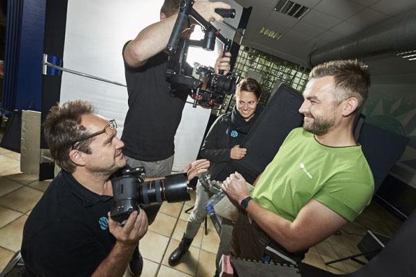 Während dem Fotoshooting: Mister Fliese schmeißt sich in Pose FOTO: © WERBEFOTOGRAFIE WEISS