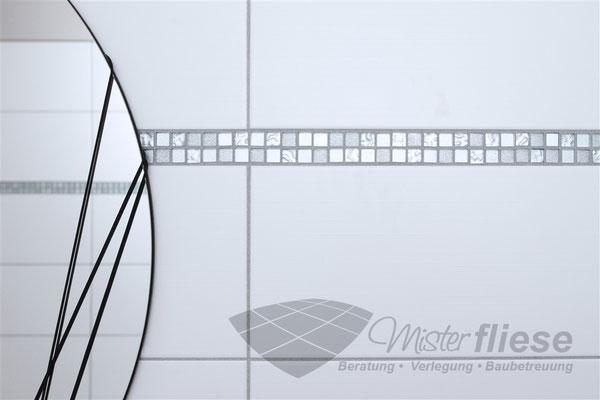 Fliesenverlegung Badezimmer Wandfliesen mit glitzernden Fugen
