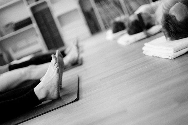 Yoga üben, Savasana, Entspannung, Loslassen