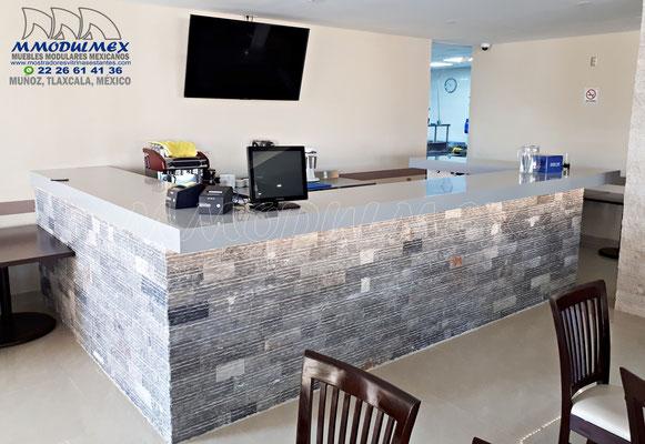 Bar para restaurante con cubierta de superficie sólida CORIAN