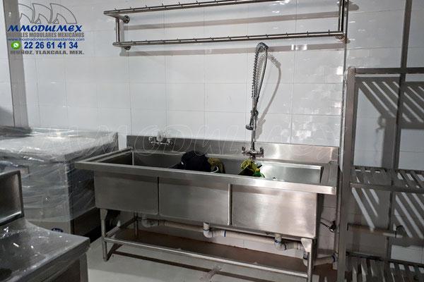 Muebles de acero inoxidable para restaurantes y cocinas industriales