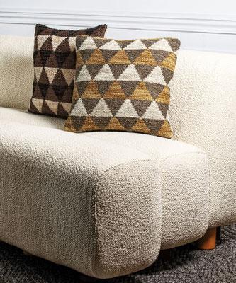 divano in tessuto bouclè di lana e cotone
