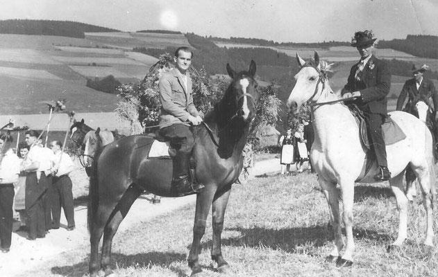 Bild Stefan Hellermann: Erntedankfest ca 1956 am Selmen nach Altenilpe runter