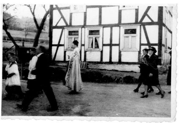Bild Thorsten Conze:  Altenilpe Fronleichnamsprozession, 50er Jahre