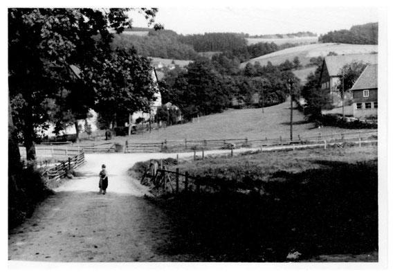Bild Thorsten Conze:  Altenilpe 1960 Blick auf heutigen Hof Heuel (früher Voss)  links