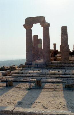 [C004-2005-22a] Agrigente - Temple d'Héra (Junon) : Face Est (vue partielle)