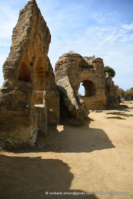 [NU906-2019-1551] Agrigente - Mur d'enceinte méridional transformé en nécropole paléochrétienne (IV° - VII° siècle)