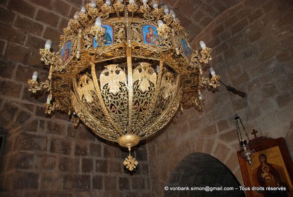 [NU900-2012-0183] Agia Napa : Lustre situé à l'intérieur de l'Eglise, avec des Aigles bicéphales couronnés aux ailes déployées, symbole de l'Église orthodoxe en Grèce
