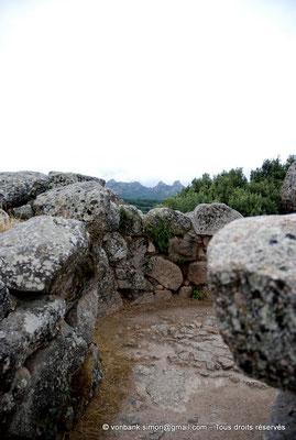 [NU904-2015-123] Nuraghe Majori (Sardaigne) : Accès au second niveau