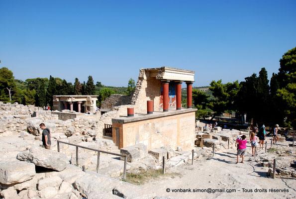 [NU905-2011-161] Cnossos (Crète) : Entrée Nord avec les vestibules à colonnes partiellement reconstitués