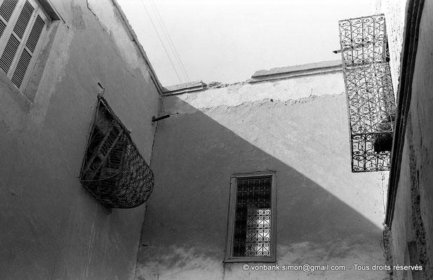 [NB050-1978-35]  Temacine-Tamelhat - Fenêtres finement grillagées