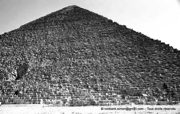 [NB080-1973-77] Gizeh - Khéops : Face Nord avec l'entrée de la pyramide du Roi