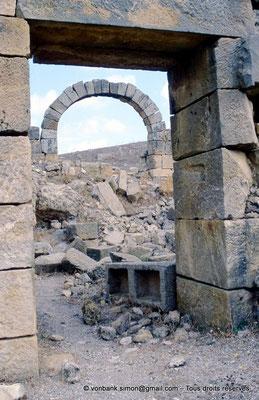 [002-1983-12] Khemissa (Thubursicu Numidarum) : Les thermes