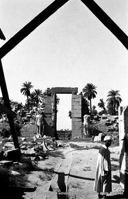 [NB070-1973-18] Karnak - Propylées du Sud : Porte du pylône X (face Nord)