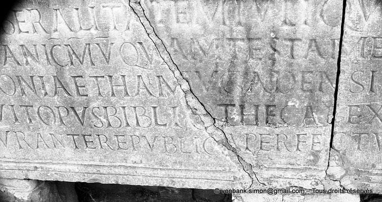 [NB035-1978-27] Timgad (Thamugadi) : Bibliothèque - Inscription datant du IV° siècle