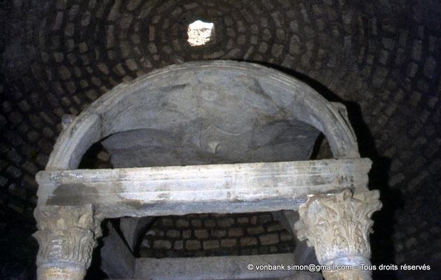 [070-1978-37] Djemila (Cuicul) : Baptistère - Colonnes supportant un dais de pierre