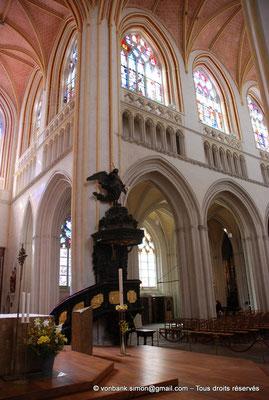 [NU002k-2016-0031] 29 - Quimper - Cathédrale Saint-Corentin : A la croisée du transept, côté Sud, ancienne chaire à prêcher (1679)