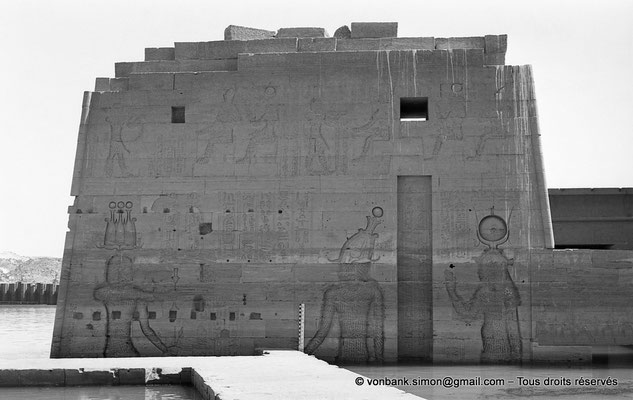 [NB076-1973-37] Philae : Temple d'Isis - Pylône 2