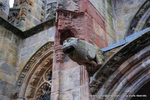 [NU900y-2014-0441] Ecosse - Chapelle Rosslyn : Gargouille (porte d'entrée de la façade Nord)
