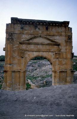 [004-1983-04] Ksour Abd el Malek (Uzappa) : Porte d'entrée du temple de Liber Pater