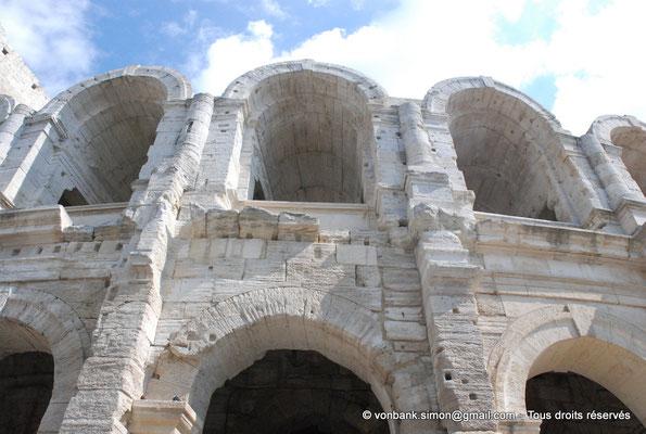 [NU001k-2018-0037] Arles (Arelate) - Amphithéâtre : Vue partielle de la façade Ouest