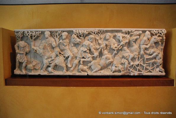 [NU001k-2018-0046] Arles (Arelate) : Sarcophage de la chasse, III° siècle - Provient des Alyscamps où il fut réutilisé au XVII° siècle comme balustrade dans le chœur de Saint-Honorat