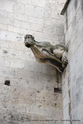 [NU001i-2018-0021] Arles - Les Alyscamps : Eglise Saint-Honorat - Gargouille de la chapelle Saint-François