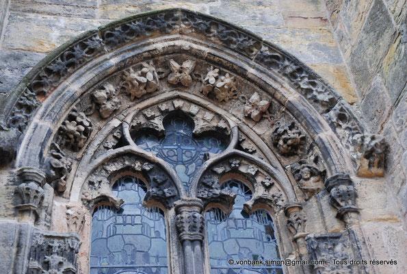 [NU900y-2014-0437] Ecosse - Chapelle Rosslyn : Haut d'une fenêtre