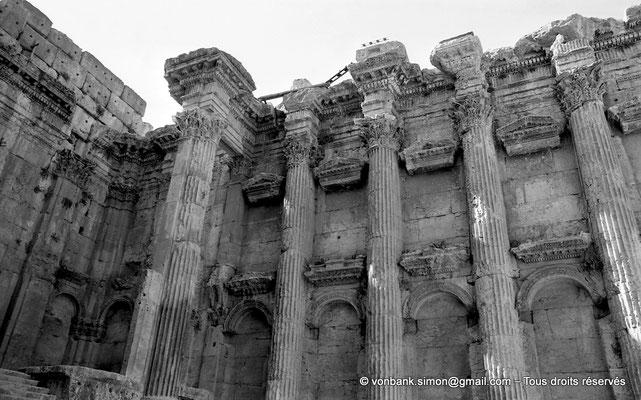 [NB071-1973-16] Baalbek : Temple de Bacchus - Piler Nord du Pronaos