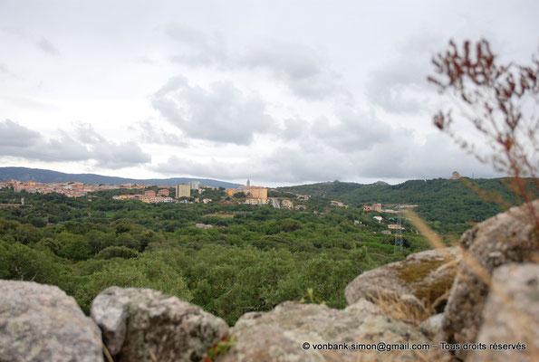 [NU904-2015-120] Nuraghe Majori (Sardaigne) : Depuis le sommet du Nuraghe, vue sur Tempio Pausania
