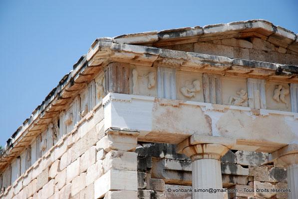 [NU901-2008-0148] GR - Delphes - Sanctuaire d'Apollon : Trésor des Athéniens (détail)