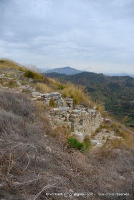 [NU906-2019-1369] Ségeste - Agora : Constructions en contrebas de l'Agora
