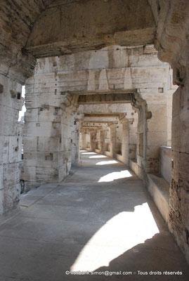 [NU001k-2018-0018] Arles (Arelate) - Amphithéâtre : Vue de la galerie extérieure du premier étage